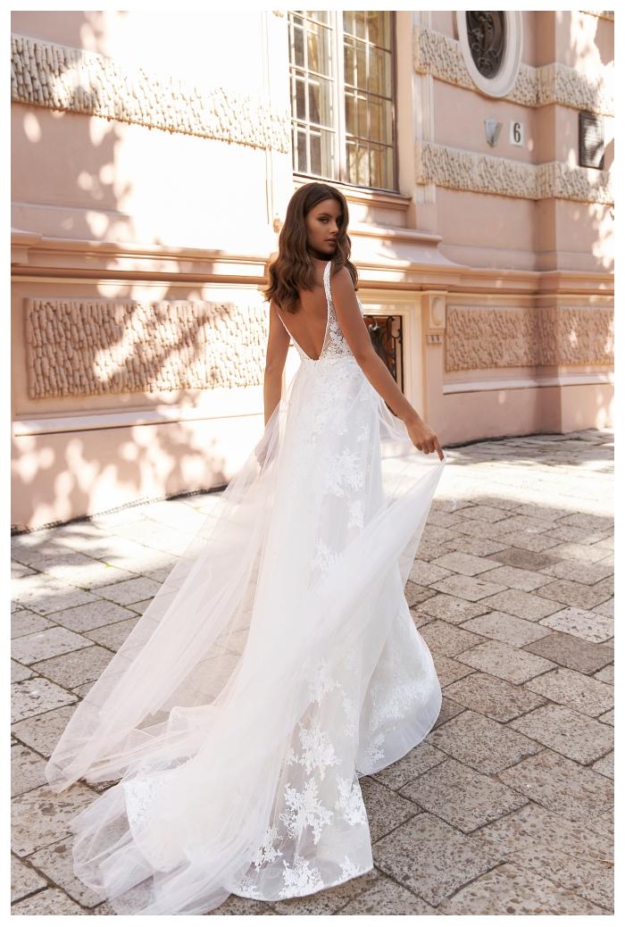 Marietta koronkowa zwiewna i lekka suknia ślubna